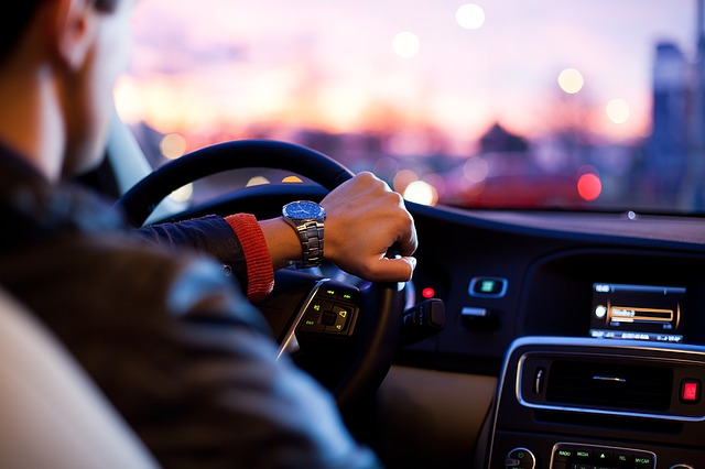 Kiedy warto pomyśleć o wynajmie samochodu sportowego?